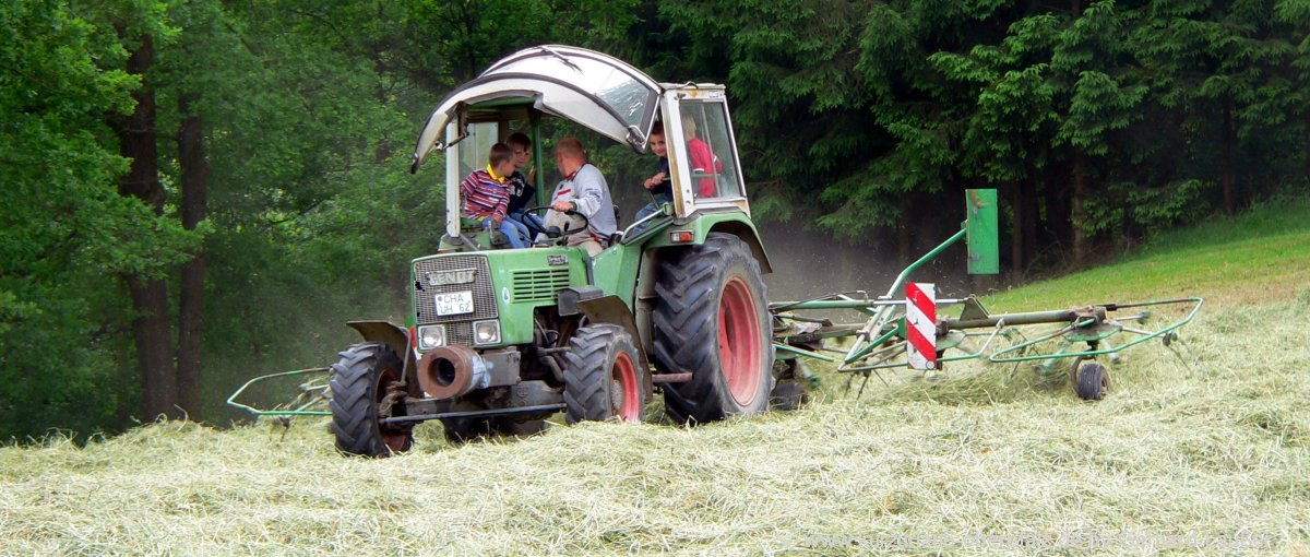 Bayern Bauernhofurlaub und Traktor fahren am Bauernhof Fingermühl